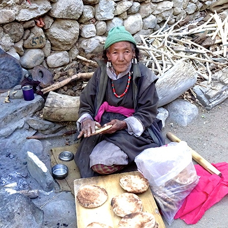 ladakh-trekking-tour-homestay-cooking-bread